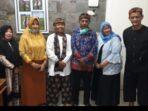 Ading berfoto bersama Ibu Kadiparbud, Ketua PEPADI Jabar dan Kabid Kebudayaan